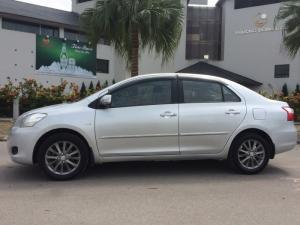 Nhà cần bán xe Toyota Vios E sản xuất 2010, màu bạc, chính chủ biển HN
