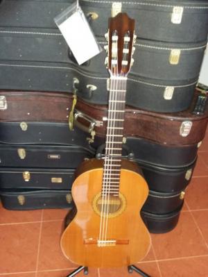 Morris clasical guitar sản xuất bởi Alhambra Tây Ban Nha