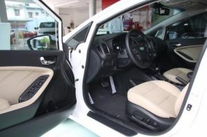 Bán xe KIA Cerato đời xe 2017, mới 100%. Chỉ cần 200tr giao xe ngay.