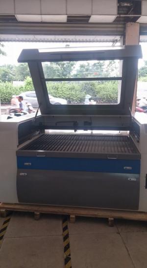 Máy Laser 1390 - 100 W giá cực rẻ máy chất lượng tốt