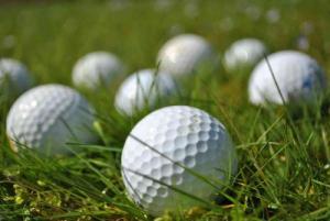Bóng golf nổi đánh ra hồ