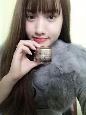 Kem trắng da mặt cao cấp Linh Hương cho cô nàng da dầu.