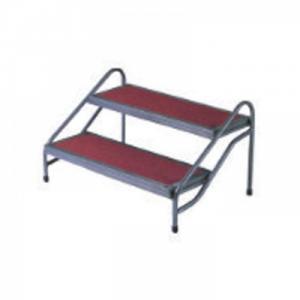 CẦU THANG 2 BẬC + Mã: NH-BSK-003 + Kích thước: (L)605x(W)500x(H)500mm + Chất liệu: gỗ, sắt sơn, thảm đỏ hoặc thảm xám