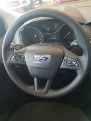 Ford Focus Trend + Titanium 1.5 Ecoboost 2017, giá từ 610tr
