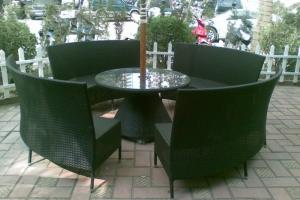 Bàn ghế với chất lượng tốt giá cả phù hợp nhất, Bên cạnh còn ưu đãi giá cả cho khách hàng