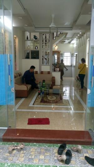 Bán nhà 3 tầng đẹp, ngõ 430 Trần Nguyên Hãn, dt 52m2, hướng Tây nam, giá: 1.7 tỷ, lh: 0963468272.
