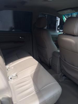 Bán Toyota Fortuner 2.7V 2011 số tự động màu bạc gốc Sài Gòn