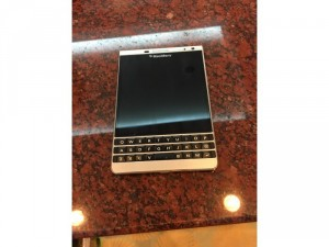 Cần bán điện thoại Blackberry mới 95%,còn hộp và đầy đủ phụ kiện.