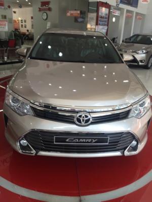Khuyến Mãi Toyota Camry 2.0E 2017 Màu Nâu vàng, Mua Trả Góp chỉ cần 320Tr, Xe Giao Ngay