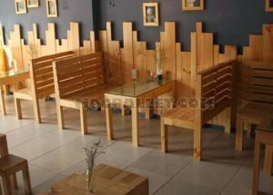 Cần thanh lý bàn ghế gỗ dùng cho cafe trà sữa chân châu
