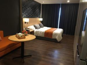 Chủ nhà định cư nước ngoài, cần cho thuê gấp căn hộ 3 phòng ngủ, full nội thất, chỉ cần xách va li vào ở