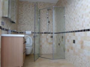 Nhận thi công nhà tắm kính giá rẻ cạnh tranh