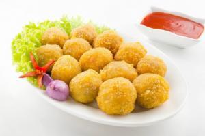 Thịt gà tươi và các sản phẩm fast food từ gà