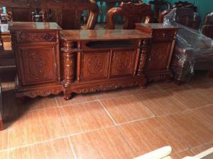 Kệ tivi cột nho gỗ hương vân 2m20-2m40