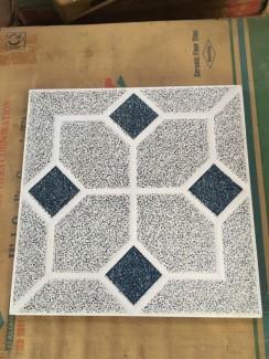 Thanh lý gạch lót nền 40x40 cm, giá 40k/ mét