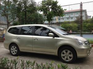 Gia đình cần bán xe Nissan Livina 1.8MT màu vàng cát SX cuối 2012.