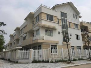 Bán biệt thự,liền kề mặt đường Lê Trọng Tấ (108m2,4T) cạnh nhà trẻ,bể bơi