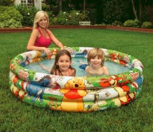 Có van xả khí thuận tiện cho việc hút xả khí, bể dùng cho bé tắm, vầy nước trong mùa hè.