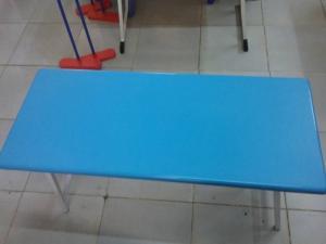 Bàn chân xếp xéo và chân gập giá rẻ , các loại bàn composite giảm giác ưu đãi vào dịp hè này