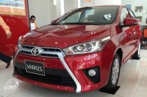 Toyota Yaris màu đỏ, số tự động, giao xe ngay