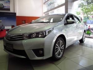 Toyota Corolla 2.0V số tự động, giao xe ngay