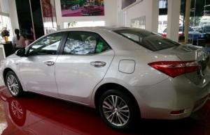 Toyota Altis 1.8G động cơ xăng, giao xe ngay