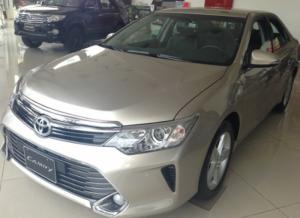 Toyota Camry 2.5G số tự động, giao xe ngay