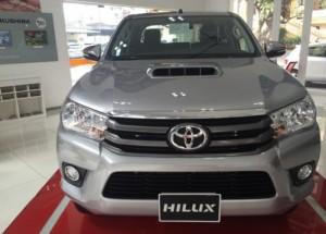 Toyota Hilux 2.4E 4×2 số sàn, máy dầu
