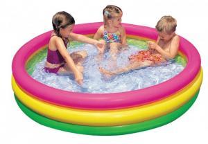 Bể bơi thiết kế 3 tầng cầu vồng, đáy bơm hơi êm ái.