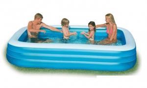 Bể bơi phao gia đình hình chữ nhật sau khi bơm có kích thước Dài = 3m05, Rộng = 1m83, Cao = 56 cm.