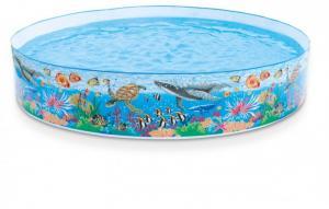 Bể bơi thiết kế hình đại dương xanh mát với những chú cá voi khổng lồ, những rặng san hô.