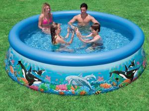 Bể rộng dành cho cả gia đình hay nhiều bé cùng chơi, bé có thể tập bơi trong bể.