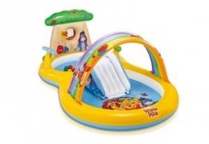 Bể bơi cầu trượt cầu vồng gấu Pooh dễ thương intex được thiết kế thành 2 khoang để bé có thể trượt từ khoang này sang khoang kia, có vòi phun mưa, có vòng hơi để bé chơi ném vòng.