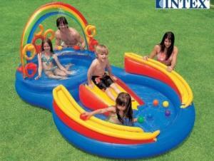 Bể bơi phao cầu trượt kết hợp nhiều trò chơi trong cùng một sản phẩm giúp cho bé vận động cả về thể chất cũng như trí tuệ