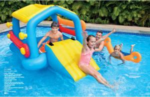 Bể bơi cầu trượt có mái che INTEX với thiết kế 6 tay cầm chắc chắn, bé có thể vịn vào dễ dàng để chơi trò leo trèo vào bể bơi. Thiết kế 4 thanh phao bơi dài như sợi mì có thể tháo rời giúp bé tập bơi trong hồ