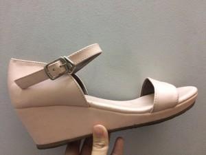 Giày giá rẻ và quà tặng