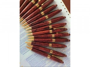 Bán bút gỗ loại xoay