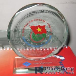 Cơ sở sản xuất kỷ niệm chương pha lê, chặn giấy pha lê, biểu trưng thủy tinh