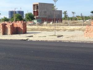 Cần bán 3 lô đất nền ven biển có sổ đỏ chính chủ.Mặt tiền đường 27m.Gần Cocobay và bãi tắm trung tâm