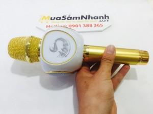 Micro Karaoke Bluetooth ZBX-69 có thiết kế phần loa hình quả táo độc đáo, mới lạ. Micro Karaoke ZBX-69 được trang bị bộ lọc âm cực chuẩn cho âm thanh ra trong không lẫn tạp âm không bị rồ, ồ hay rè âm bass chuẩn cho hát karaoke cực tốt.