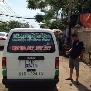 Dịch vụ rửa xe di động bằng máy rửa xe hơi...