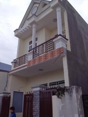 Nhà xây 1 lầu 1 trệt, 2 PN, 2 WC, 1 PK