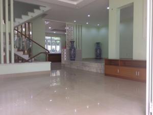 Nhà cho thuê quận 2. dt 10x20m, phòng rộng, giá 68 triệu