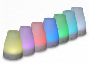 Đèn đổi màu liên tục (6 màu). Thích hợp cho các phòng dùng điều hòa thường xuyên vì máy vừa xông tinh dầu vừa tạo độ ẩm.