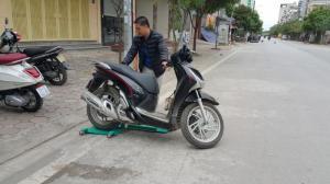 Bệ quay xe máy
