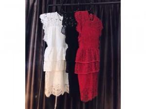Đầm ren ruy băng đỏ