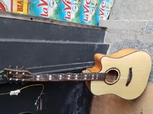 Bán đàn ghita mới siêu đẹp