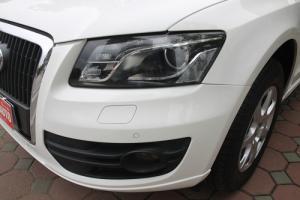 Audi Q5 2.0 sản xuất 2010. Xe nhập khẩu nguyên chiếc, màu trắng, nội thất kem.