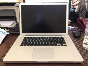 Macbook Pro 2011 - 750 gb , 8gb ram, 15.6 inch - Hư main board