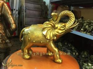Tượng voi đồng ngậm gậy như ý và thỏi vàng cao 20cm